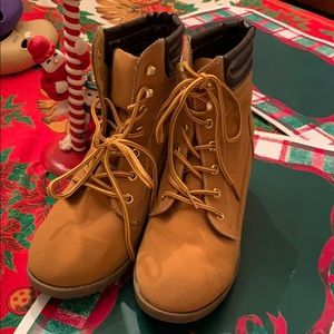Wild diva heel construction boots